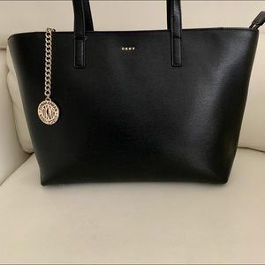 DKNY Sutton Leather Bryant Medium Tote In Black